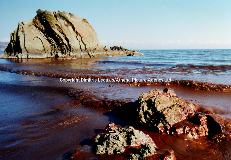 Pictured: Oil on Tenby beach in Pembrokeshire, west Wales<br /> Re: The Sea Empress oil spill occurred at the entrance to the Milford Haven Waterway in Pembrokeshire, Wales on 15th February 1996 which was followed up by a clean up operation has begun