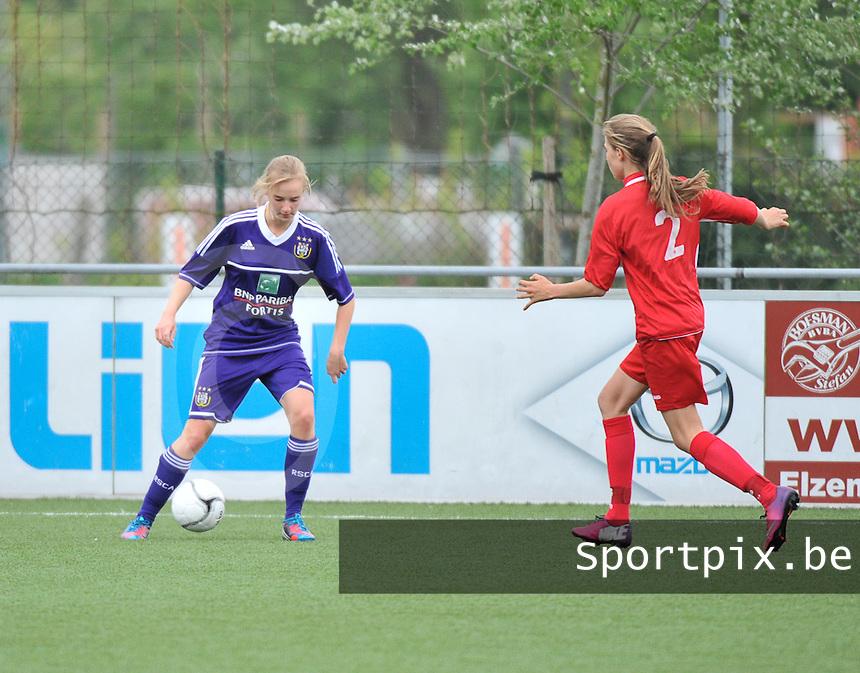 AA Gent Ladies U16 - RSC Anderlecht : Iris Paternoster aan de bal.foto DAVID CATRY / Nikonpro.be