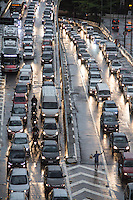 S&Atilde;O PAULO, SP, 24.02.2017 - TRANSITO-SP -<br /> Tr&acirc;nsito congestionado na altura do viaduto do cha, na tarde desta sexta-feira. 24.(Foto: Danilo Fernandes/Brazil Photo Press)