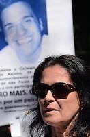 SAO PAULO, 18 DE AGOSTO DE 2012 - MANIFESTACAO CASO BIANCA - Carmen, mae do publicitario Ricardo Prudente de Aquino, morto por policiais militares durante protesto que pede que o assasino da menina Bianca seja levado a Juri Popular e por aumento da pena maxima para crimes ediondos, no vao livre do MASP, Avenida Paulista, regiao central da capital, no inicio da tarde deste sabado. FOTO: ALEXANDRE MOREIRA - BRAZIL PHOTO PRESS