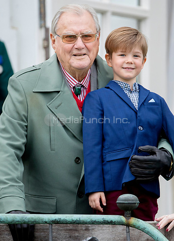 Prince Henrik and Prince Vincent of Denmark attend the 77th birthday celebrations of Queen Margrethe at Marselisborg palace in Aarhus, Denmark, 16 April 2017. Photo: Patrick van Katwijk Foto: Patrick van Katwijk/Dutch Photo Press/dpa /MediaPunch ***FOR USA ONLY***