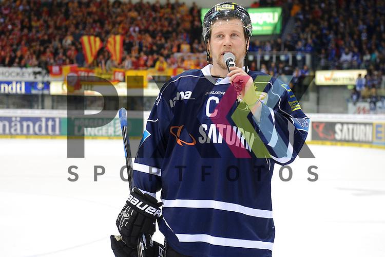 ERC Ingolstadt - Duesseldorfer DEG<br /> Ingolstadts Patrick Koeppchen (Nr.55) richtet ein paar Worte an die Fans im Spiel der DEL, ERC Ingolstadt - Duesseldorfer EG.<br /> <br /> Foto &copy; P-I-X.org *** Foto ist honorarpflichtig! *** Auf Anfrage in hoeherer Qualitaet/Aufloesung. Belegexemplar erbeten. Veroeffentlichung ausschliesslich fuer journalistisch-publizistische Zwecke. For editorial use only.