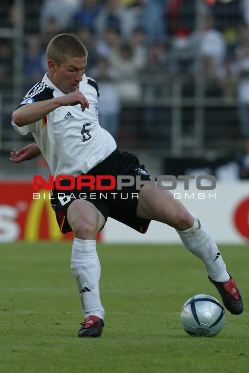 U21 - EM 2004 - Gruppe B<br /> Deutschland vs. Schweiz 2:1<br /> Thomas Hitzlsperger von Deutschland erzielte das Tor zum 2:0.<br /> Foto &copy; nordphoto - Ruediger Lampe<br /> <br />  *** Local Caption *** Foto ist honorarpflichtig! zzgl. gesetzl. MwSt.<br />  Belegexemplar erforderlich<br /> Adresse: nordphoto<br /> Georg-Reinke-Strasse 1<br /> 49377 Vechta