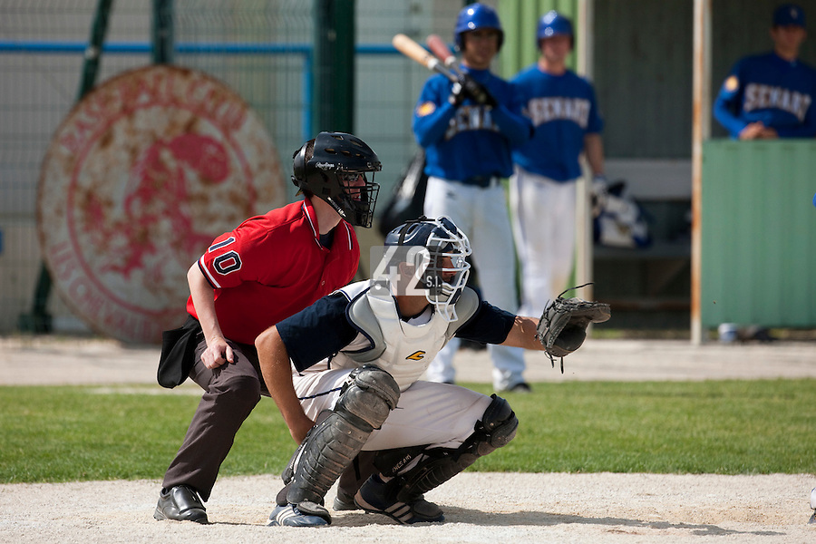 22 May 2009: Jean-Michel Mayeur of Montpellier is seen catching during the 2009 Challenge de France, a tournament with the best French baseball teams - all eight elite league clubs - to determine a spot in the European Cup next year, at Montpellier, France. Senart wins 7-1 over Montpellier.