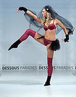 Dessous Paradie 2011    im Bild:  Passend zur Unterwaesche: die Strümpfe. Wenn viel Bein gezeigt wird und die Kleidung bunt ist, sollte man allerdings gedeckte Töne verwenden. Foto: Alexander Bley