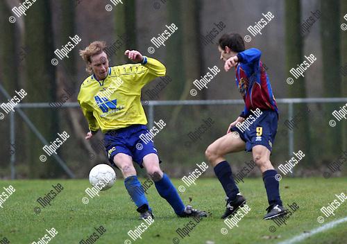 2007-12-02 / Voetbal / Rapid Leest - Walem / Philippe Van Sanden (L) met Bart Peeters van Rapid Leest..Foto: Maarten Straetemans (SMB)
