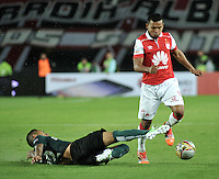 BOGOTA - COLOMBIA -27 -01-2015: Wison Morelo (Der.) jugador del Independiente Santa Fe, disputa el balón con Alexis Henriquez (Izq.) del Atletico Nacional, durante partido de vuelta entre Independiente Santa Fe y Atletico Nacional por la Super Liga 2015, en el estadio Nemesio Camacho El Campin de la ciudad de Bogota.  / Wison Morelo (R) player of Independiente Santa Fe, vies for the ball with Alexis Henriquez (L) of Atletico Nacional, during the match between Independiente Santa Fe and Atletico for the second leg of the Super Liga 2015 at the Nemesio Camacho El Campin Stadium in Bogota city. Photo: VizzorImage / Luis Ramirez / Staff.
