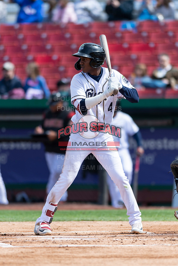 Kane County Cougars second baseman Geraldo Perdomo (4) during a Midwest League game against the Cedar Rapids Kernels at Northwestern Medicine Field on April 28, 2019 in Geneva, Illinois. Kane County defeated Cedar Rapids 3-2 in game one of a doubleheader. (Zachary Lucy/Four Seam Images)