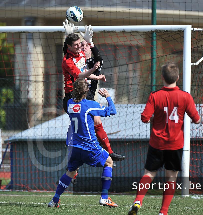 KFC Izegem - KV Turnhout : doelman Stefaan Vergote plukt de bal uit de lucht voor ploegmaat Wim Vandoorne en Artjom Dmitrijev (7).foto VDB / BART VANDENBROUCKE