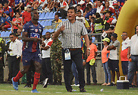 SANTA MARTA - COLOMBIA, 06-10-2019: Flabio Torres técnico de Rionegro gesticula durante el partido por la fecha 15 de la Liga Águila II 2019 entre Unión Magdalena y Rionegro Águilas jugado en el estadio Sierra Nevada de la ciudad de Santa Marta. / Flabio Torres coach of Rionegro gestures during match for the date 15 as part Aguila League II 2019 between Union Magdalena and Rionegro Aguilas played at Sierra Nevada stadium in Santa Marta city. Photo: VizzorImage / Gustavo Pacheco / Cont