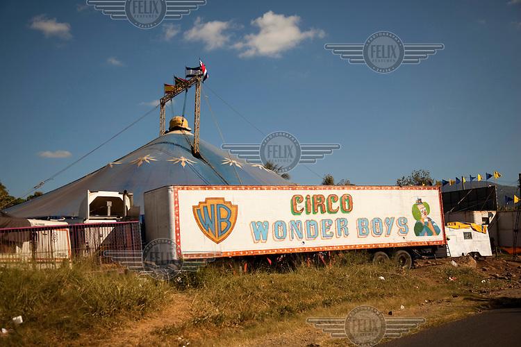 Wonder Boys Circus.