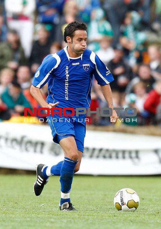 FBL  2008/2009  Testspiel<br /> Werder Bremen - Kickers Emden in Leer-Loga<br /> Tom Moosmayer (Kickers #8)<br /> <br /> Foto &copy; nph (  nordphoto  )<br /> <br /> <br /> <br />  *** Local Caption ***