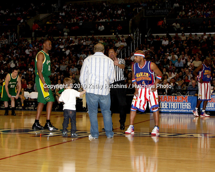 Drew Carey & Guest.at the Harlem Globetrotters Game .Staples Center.Los Angeles, CA.February 14, 2010.©2010 Kathy Hutchins / Hutchins Photo....