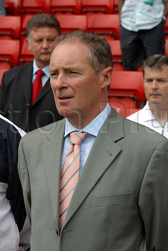29 May 2004: Portrait of Irish coach Brian Kerr before the Unity Cup match between Ireland and Nigeria at The Valley, London. Nigeria won the match 3-0. Photo: Glyn Kirk/actionplus..040529 man men football manager coaches footballer soccer