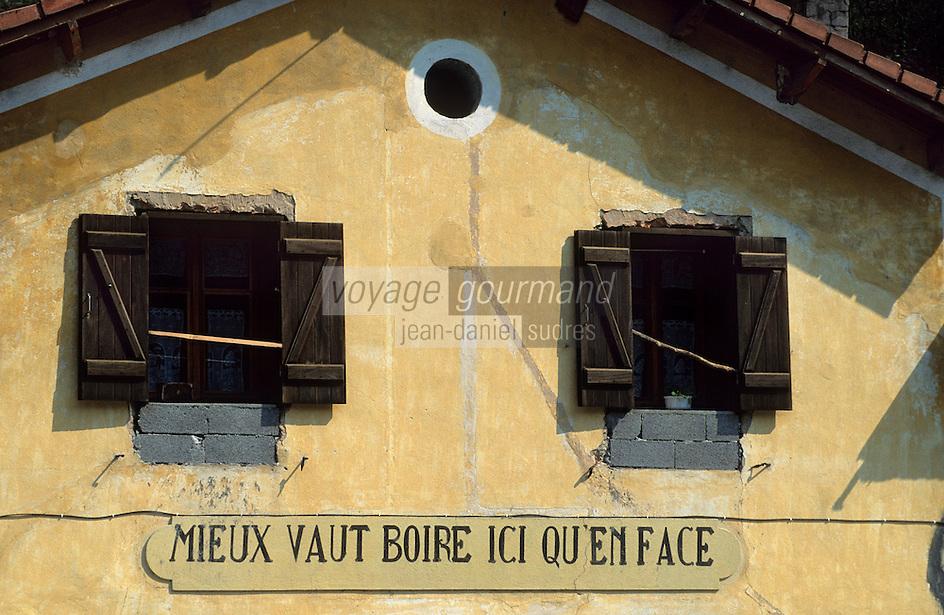Europe/France/Provence-Alpes-Côtes d'Azur/06/Alpes-Maritimes/Arrière Pays Niçois/Env de Lantosque : Détail d'une ancienne enseigne de bar