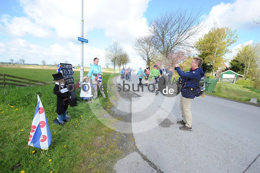 WANDELSPORT: LEEUWARDEN-SLEAT: 03-05-2016, Elfstedenwandeltocht, ©foto Martin de Jong