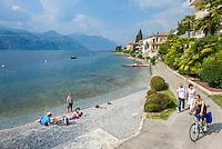 Italy, Veneto, Lake Garda, Brenzone sul Garda: strolling or cycling the lakeside promenade | Italien, Venetien, Gardasee, Brenzone sul Garda: die Seepromenade laedt zum Spazieren gehen oder Radfahren ein