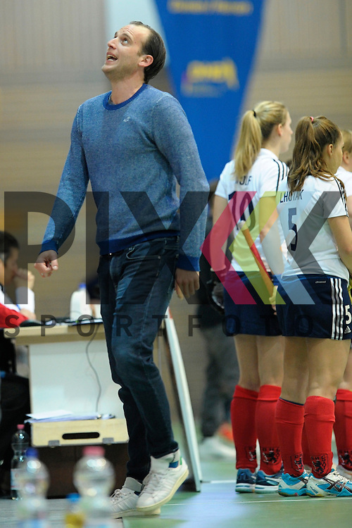 GER - Luebeck, Germany, February 07: During the 1. Bundesliga Damen indoor hockey final match at the Final 4 between Mannheimer HC (blue) and Duesseldorfer HC (white) on February 7, 2016 at Hansehalle Luebeck in Luebeck, Germany.   head coach Nicolai Sussenburger of Duesseldorfer HC<br /> <br /> Foto &copy; PIX-Sportfotos *** Foto ist honorarpflichtig! *** Auf Anfrage in hoeherer Qualitaet/Aufloesung. Belegexemplar erbeten. Veroeffentlichung ausschliesslich fuer journalistisch-publizistische Zwecke. For editorial use only.