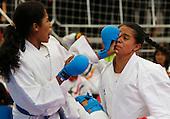 Yerlis Miranda de Guajira, izq, y Natalia Pachon de Bogota en karate hasta 59kg  en las finales nacionales de Sup&raquo;rate Intercolegiados en Bogot&sum; el 23 de octubre de 2014.<br /> Foto: Daniel Jayo/Archivolatino para Sup&raquo;rate Intercolegiados, Coldeportes<br /> <br /> COPYRIGHT: Sup&raquo;rate, Coldeportes. <br /> Prohibida su venta y su uso comercial sin autorizaci&euro;n