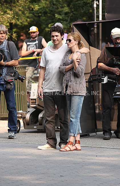 WWW.ACEPIXS.COM . . . . .  ....August 4 2009, New York City....Actors James Franco and Julia Roberts on the Manhattan set of the new movie 'Eat Pray Love' on August 4 2009 in New York City....Please byline: AJ Sokalner - ACEPIXS.COM..... *** ***..Ace Pictures, Inc:  ..tel: (212) 243 8787..e-mail: info@acepixs.com..web: http://www.acepixs.com