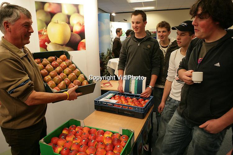 Foto: VidiPhoto..WAGENINGEN - Informatiedag van Nederlandse fruittelersorganisaties in het WICC in Wageningen.