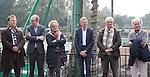 AMSTELVEEN - KNHB direkteur Erik Gerritsen    en mevrouw Elvire Wagener  , achternichtje van Joop Wagener sr. , hebben samen , symbolisch , de eerste paal geslagen van de nieuwe tribune van het Wagener hockeystadion.  Op de foto oa Alexía Sifneos, Amsterdam voorzitter Marc Staal, Fons Fonteijn,  COPYRIGHT KOEN SUYK.