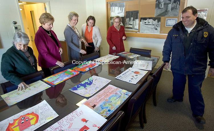 TORRINGTON CT. 23 January 2014-012314SV08-From left, Davyne Verstandig, Judy DiLaurenzo, Fionl de Merell and Christine Dougan all of Torrington UConn along with Mayor Elinor Carbone and Frie Marshall Timothy Tharau judge the Litchfield County Fire prevention posters contest at UConn in Torrington Thursday.<br /> Steven Valenti Republican-American