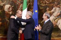 Roma, 28 Aprile 2013.Palazzo Chigi.Primo giorno del Governo Letta.Nella foto Mario Monti e Enrico Letta per il Passaggio di consegne con la Campanella.L'abbraccio