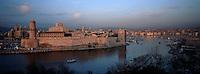 Europe/France/13/Bouches-du-Rhône/ Marseille: le Vieux Port et le Fort Saint Jean vus depuis le Parc du Pharo
