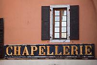 Europe/France/Rhône-Alpes/74/Haute-Savoie/Annecy: Détail vieille maison et enseigne place Notre Dame