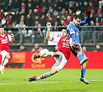 Nederland, Alkmaar, 21 december 2012.Eredivisie .Seizoen 2012-2013.AZ-FC Twente.Roberto Rosales (r.) van FC Twente probeert de inzet van Adam Maher (2e van rechts.) van AZ te keren.