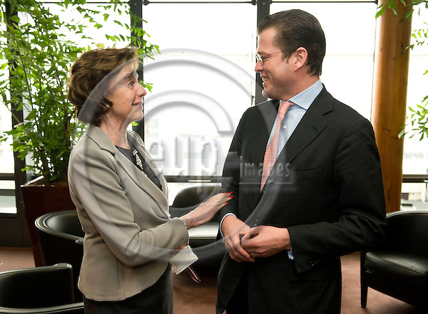 Brussels-Belgium - 19 January 2009 -- German Federal Minister for Economics and Technology, Karl-Theodor Freiherr zu GUTTENBERG (ri), meets the European Commission; here, with Neelie KROES (le), European 'Competition'-Commissioner -- Photo: Horst Wagner / eup-images