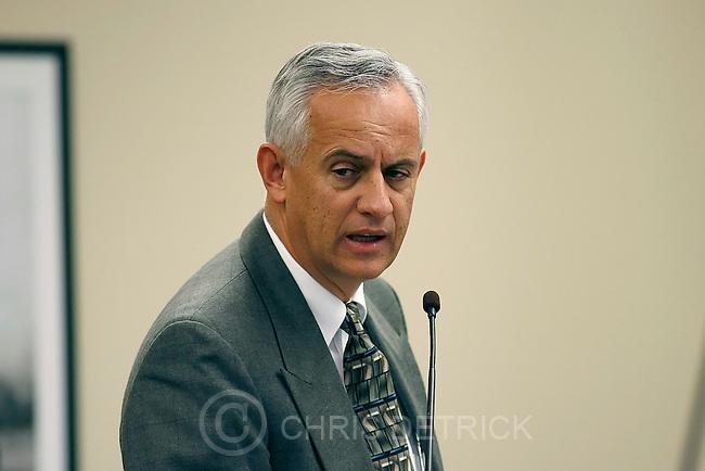 Salt Lake City,Utah--1/20/06--10:18:28 AM-.Sen. Michael Waddoups (R) discusses S.B. 19: Amendments to Indoor Clean Air Act..Utah State Legislature. Senate...Chris Detrick/Salt Lake Tribune.File #_1CD0248