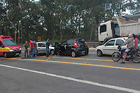 SÃO PAULO,SP, 17.11.2015 -ACIDENTE-SP - Acidente envolvendo cinco veículos na avenida Raimundo Pereira de Magalhães no bairro de Pirituba região oeste de São Paulo, deixou uma pessoa ferida na manhã desta terça-feira (17). ( Foto : Marcio Ribeiro / Brazil Photo Press).