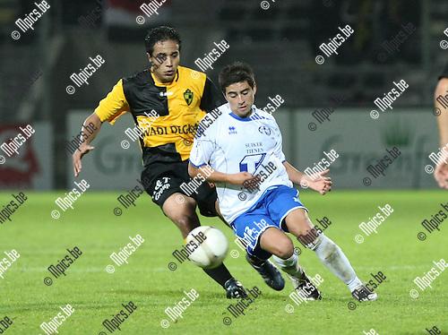 2009-10-23 / Voetbal / Lierse SK - Tienen / De Silva met Abdel Wahed (Lierse) in de rug..foto: mpics