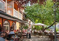 Germany, Baden-Wurttemberg, Black Forest, Zell am Harmersbach: old town with town café at Storchenturm | Deutschland, Baden-Wuerttemberg, Schwarzwald, Zell am Harmersbach im Ortenaukreis: das StadtCafe am Storchenturm in der Altstadt