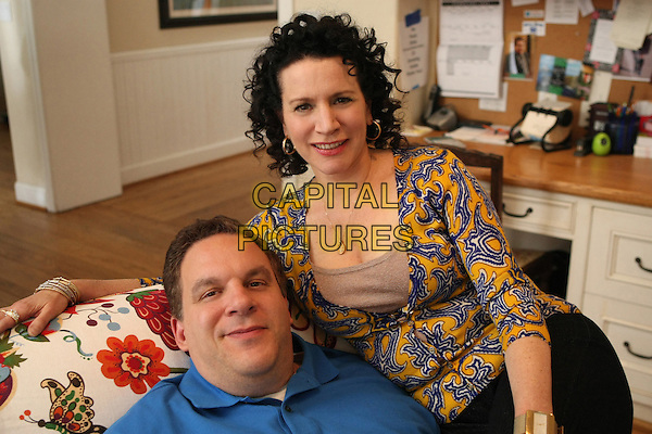 JEFF GARLIN & SUSIE ESSMAN.in Curb Your Enthusiasm (Season 7).*Filmstill - Editorial Use Only*.CAP/FB.Supplied by Capital Pictures.
