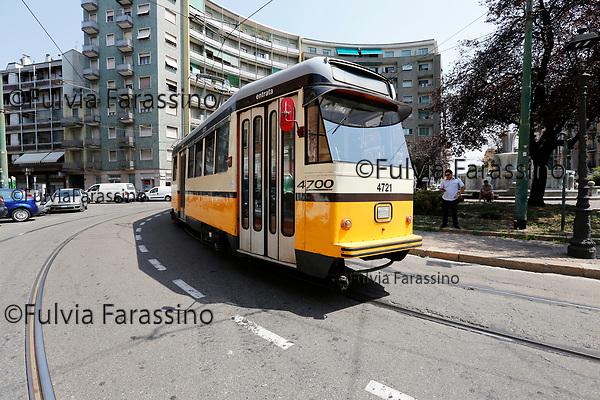Milano luglio 2017 capolinea tram n.12, Bovisa, Piazza Bausan