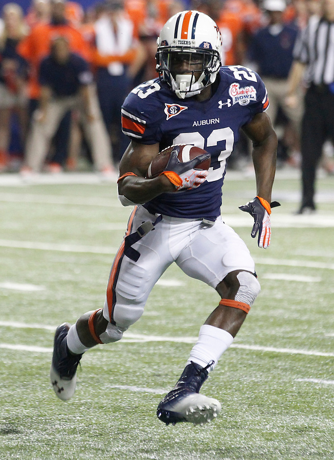 ATLANTA, GA - DECEMBER 31:  Onterio McCalebb #23 of the Auburn Tigers runs with the ball during the 2011 Chick Fil-A Bowl against the Virginia Cavaliers at the Georgia Dome on December 31, 2011 in Atlanta, Georgia. Auburn defeated Virginia 43-24. (Photo by Andrew Shurtleff/Getty Images) *** Local Caption *** Onterio McCalebb