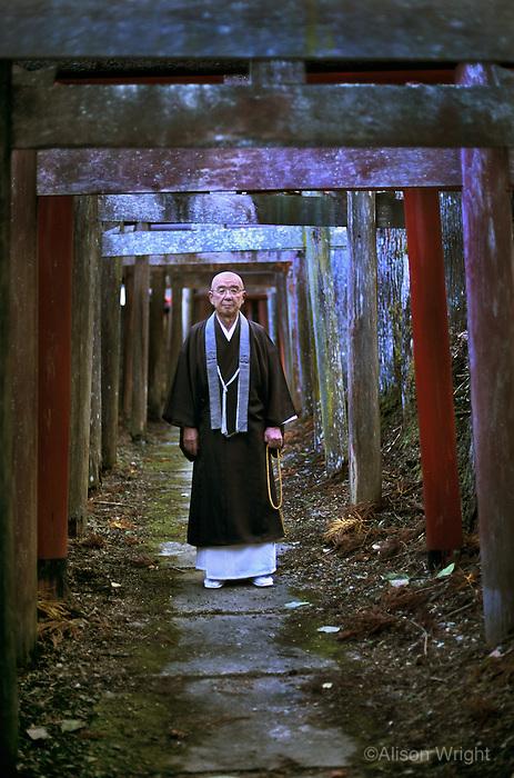 Shinto priest, Kyosan, japan, 2005