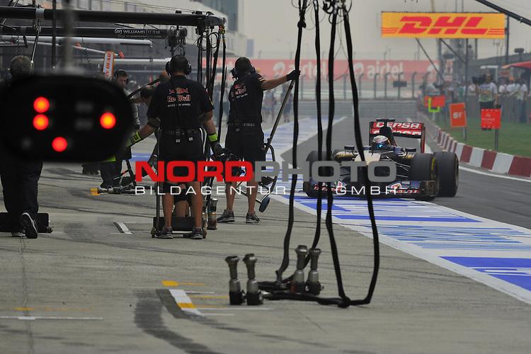 25.-27-10-2013, Jaypee-Circuit, Noida, IND, F1, Grosser Preis von Indien, Noida, im Bild  DHL Branding - Jean Eric Vergne [FRA] Scuderia Toro Rosso <br />  Foto &copy; nph / Mathis