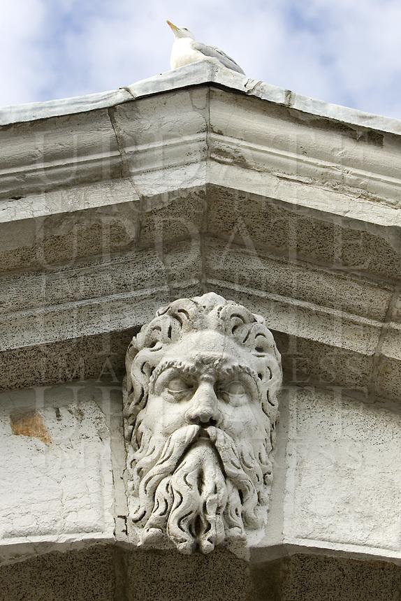 Dettagli delle sculture di pietra sul Ponte di Rialto a Venezia.<br /> Detail of stone sculptures on the Rialto Bridge in Venice.<br /> UPDATE IMAGES PRESS/Riccardo De Luca