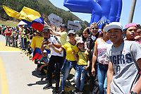 TUNJA - COLOMBIA, 11-02-2020: Seguidores del ciclismo son vistos durante la segunda etapa del Tour Colombia 2.1 2020 con un recorrido de 152,4 km, que se corrió entre Paipa y Duitama, Boyacá. / Followers of cycling are seen during the second stage of 152,4 km as part of Tour Colombia 2.1 2020 that ran between Paipa and Duitama, Boyaca.  Photo: VizzorImage / Darlin Bejarano / Cont