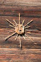 Switzerland, Canton Valais: craftwork, wooden symbol of the sun | Schweiz, Kanton Wallis: Kunsthandwerk aus Holz, Sonnensymbol