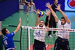 06.12.2018, ZF Arena, Friedrichshafen<br />Volleyball, Bundesliga MŠnner / Maenner, Normalrunde VfB Friedrichshafen vs. SWD powervolleys DŸren / Dueren<br /><br />Angriff Michal Petras (#14 Friedrichshafen) - Block / Doppelblock Sebastian Gevert (#13 Dueren), Tim Broshog (#3 Dueren)<br /><br />  Foto &copy; nordphoto / Kurth