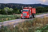 Flores en la primavera y verano en el municipio de Nacozari Sonora y sus Alrededores. Carretera  a Esqueda Sonora, Fronteras Sonora en la primavera. Trailer rojo en la carretera <br /> ** &copy; Foto:LuisGutierrez/NortePhoto.com