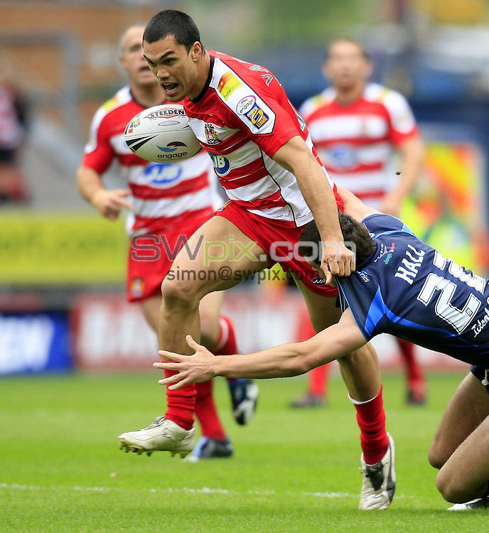 PIX: Chris Mangnall/SWPIX. Rugby League: Wigan Warriors V Hull FC 26/05/07....COPYWRITEPICTURE>> SimonWilkinson >>01943 608782....Wigan's David Vaealiki tackled by Hull's Craig Hall