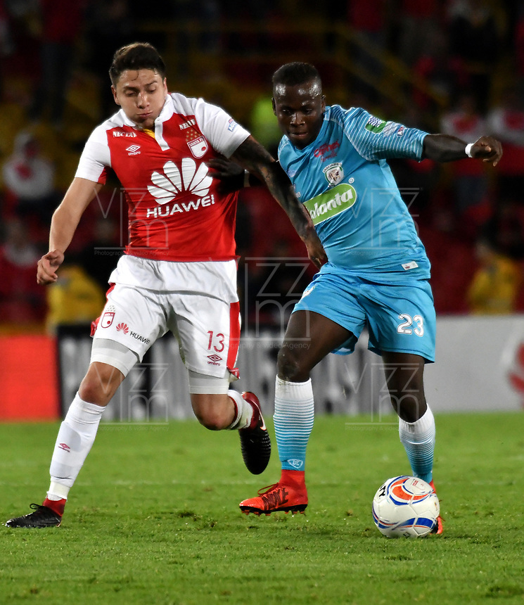 BOGOTA - COLOMBIA - 25 - 02 - 2018: Sebastian Salazar (Izq.) jugador de Independiente Santa Fe, disputan el balón con Deiner Quiñonez (Der.) jugador de Jaguares F. C., durante partido de la fecha 5 entre Independiente Santa Fe y Jaguares F. C., por la Liga Aguila I 2018, en el estadio Nemesio Camacho El Campin de la ciudad de Bogota. / Sebastian Salazar (Izq.) player of Independiente Santa Fe struggle for the ball with Deiner Quiñonez (R) player of Jaguares F. C., during a match of the 5th date between Independiente Santa Fe and Jaguares F. C., for the Liga Aguila I 2018 at the Nemesio Camacho El Campin Stadium in Bogota city, Photo: VizzorImage / Luis Ramirez / Staff.