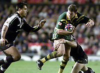 Picture by Shaun Flannery\SWpix.com - 25/11/00 - Rugby League World Cup Final 2000 - Australia v New Zealand, Old Trafford, Manchester, England - Australia's Matthew Gidley looks for support.