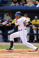 March 21, 2010:  Second Baseman Alex Cintron (86) of the New York Mets during a Spring Training game at Tradition Field in St. Lucie, FL.  Photo By Mike Janes/Four Seam Images